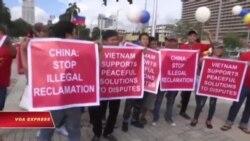 Biểu tình ngắn trước tòa lãnh sự TQ ở Tp.HCM sau phán quyết Biển Đông