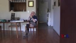 97岁老人认为吹口琴是长寿秘诀