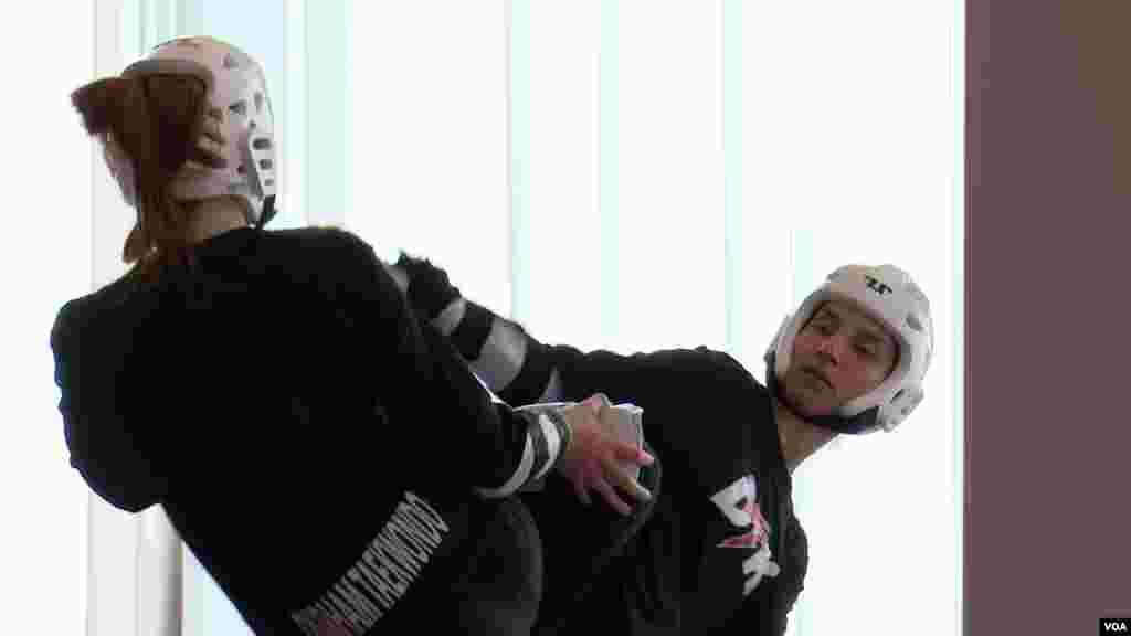 راحله آسمانی، عضو تیم ملی تکواندوی بلژیک در حال تمرین آماده سازی پیش از انجام مسابقه در رقابتهای انتخابی المپیک توکیو در قاره اروپا در بلغارستان