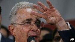 El nuevo dilema legal de Uribe es posiblemente más perjudicial que la otra investigación de la Corte Suprema sobre una posible manipulación de testigos. [Foto de archivo]
