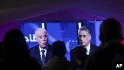 Un débat télévisé entre les candidats à la présidence, Kais Saied, à gauche, et Nabil Karoui, le dernier jour de la campagne précédant le deuxième tour de l'élection présidentielle, à Tunis, en Tunisie, le 11 octobre 2019.