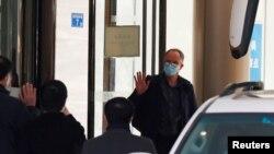 El equipo de la OMS que investigará el origen de la pandemia de COVID-19 finaliza una cuarentena de dos semanas en la ciudad de Wuhan, China, el 28 de enero de 2021.