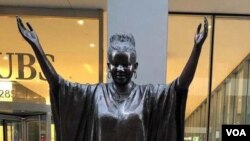 """Tererai Trent is one of 10 """"Statues For Equality"""" created by sculptors Gillie and Marc Schattner. (VOA/ Marvelous Nyahuye)"""