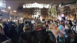 Українські колядки на Трафальгарській площі і пікети біля Давнінґ стріт 10. Відео