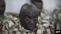 나이지리아 육군참모총장인 이브라힘 아타히루 중장.