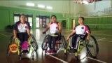 وہیل چیئر پر بیٹھ کر بیڈمنٹن کھیلنے والے انڈونیشیا کے کھلاڑی
