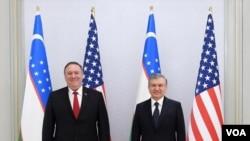 Госсекретарь США Майк Помпео и президент Узбекистана Шавкат Мирзиеев (архивное фото)