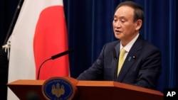 日本首相菅義偉在記者會上講話。(2020年12月4日)