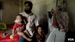 Mohammad Salim, a Rohingya Muslim refugee, with his wife and children, in a village in eastern Indian state of West Bengal. Salim was recently caught by Indian police and jailed after being charged as an illegal immigrant. (Shaikh Azizur Rahman/VOA)
