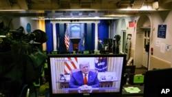 En un video publicado por la Casa Blanca, el presidente Donald Trump emite un mensaje en la Casa Blanca, después de que la Cámara de Representantes de EE.UU. votara para para someterle al segundo juicio político, el 13 de enero de 2020. [Foto: AP]