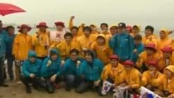 韩国歌手金彰宏与大学生游向韩日争议岛屿