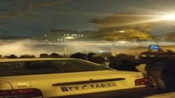 امیرکبیریونیورسټۍ سره نزدې پولیسو په احتجاج کوونکو باندې اوښکې بیونکې ګیسونه استعمال کړي
