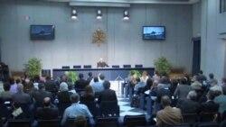 2013-10-02 美國之音視頻新聞: 教宗方濟各與樞機主教討論教會改革