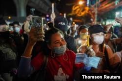 태국에 거주하는 미얀마 국민들이 방콕 미얀마 대사관 앞에서 미얀마 군부 쿠데타 반대 시위를 계속하고 있다.