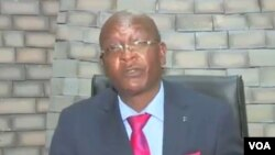 file: Zimbabwe's Justice Minister, Ziyambi Ziyambi, addresses journalists in Harare, Aug. 19, 2020. (Columbus Mavhunga/VOA)