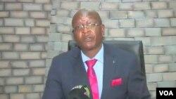 Zimbabwe's justice minister, Ziyambi Ziyambi, addresses journalists in Harare, Aug. 19, 2020. (Columbus Mavhunga/VOA)
