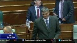 Parlamenti i Kosovës voton kundër shkarkimit të ministrit Rikalo