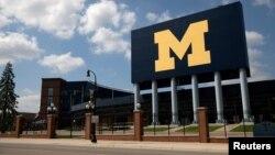 Stadiumi i boshatisur brenda kampusit të Universitetit të Miçiganit