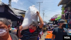 Los nicaragüenses comenzaron a abastecerse en grandes cantidades este fin de semana anticipando posibles medidas del gobierno por el coronavirus.