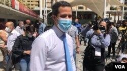 Juan Guaidó, uno de los líderes de la oposición reconocido por decenas de países como presidente interino de Venezuela, llega a una rueda de prensa en una plaza pública de Caracas, el 3 de febrero de 2021. [Foto: VOA/Álvaro Algarra]
