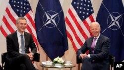 조 바이든 전부통령과 옌스 스톨텐베르그 나토(NATO) 사무총장이 지난 2015년 2월 독일 뮌헨에서 회담했다.