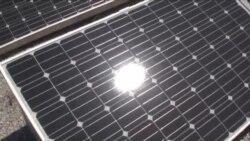 Vetrenjače i solarni paneli među bušotinama nafte