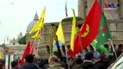 Vatikan'da Protesto Gösterisi
