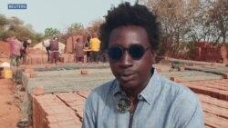 Des architectes font le pari des briques en terre à Dakar