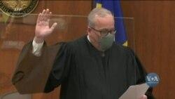 У Міннеаполісі почався судовий процес у справі поліцейського, який коліном затиснув шию Джорджа Флойда. Відео