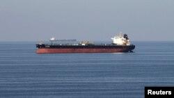 Por el Estrecho de Ormuz, en el Golfo de Omán, transita el 20% del comercio mundial de petróleo.