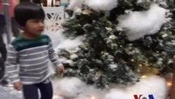 圣诞老人为失聪儿童带来欢乐