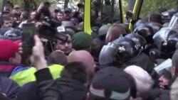В Киеве произошли стычки протестующих с полицией у стен Верховной Рады
