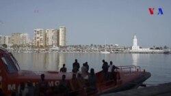 Des migrants arrivent au port de Malaga en Espagne (vidéo)