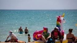 España se abre al turismo