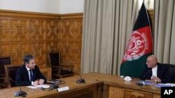 토니 블링컨 미국 국무장관이 15일 아프가니스탄을 방문해 아슈라프 가니 대통령과 회담했다.