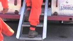 美国加州服刑人员参加灭火