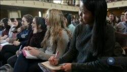 В Єльському університеті почали навчати як бути щасливим. Відео