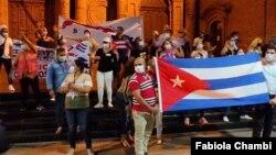 Residentes cubanos en Bolivia se manifiestan en Santa Cruz, Bolivia. [Foto: VOA/Fabiola Chambi].