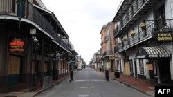 Kawasan French Quarter di New Orleans, Louisiana yang terkenal dengan musik dan kehidupan malam kini sepi dengan adanya pandemi corona (27/3).