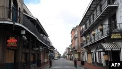 Slavna ulica Burbon u Francuskoj četvrti u Nju Orleansu sada je potpuno prazna kako se zaraza koronavirusom širi u Luizijani.