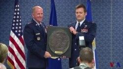 美国空军颁奖,表彰越战空军飞行员