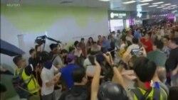 香港淘大商場內親中者與反送中人士衝突