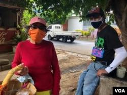 María Elena Pérez es una vendedora ambulante que asegura que uno de sus parientes tuvo COVID-19 pero en las unidades de salud no quisieron hacerles la prueba del virus.
