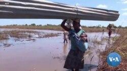 Les survivants du cyclone Idai au Mozambique tentent de s'organiser