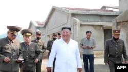 김정은 북한 국무위원장이 황해북도 황주군 광천리에 건설 중인 광천닭공장을 찾았다고 관영매체들이 23일 전했다.
