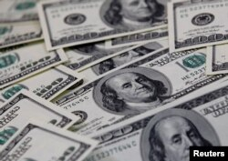 FILE PHOTO: U.S. one hundred dollar notes are seen in this picture illustration taken in Seoul, Feb. 7, 2011.