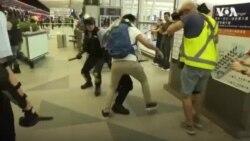ตำรวจฮ่องกงบุกสนามบินไล่ผู้ประท้วง หลังเที่ยวบินถูกยกเลิกอีกครั้ง