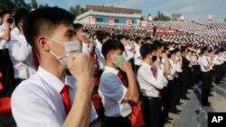 Sinh viên Triều Tiên lên án Hàn quốc sau khi người đào tị ở Hàn quốc gửi truyền đơn chống Bình Nhưỡng qua biên giới, Ảnh chụp ở Bình Nhưỡng, thứ Bảy 6/6/2020.