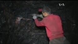 Заради чого місцеві жителі ризикують життям щоразу спускаючись під землю? Відео