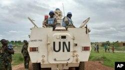 Pasukan penjaga perdamaian United Nations Mission in South Sudan (UNMISS), sedang berpatroli di Bentiu, Sudan Selatan, 18 Juni 2017.